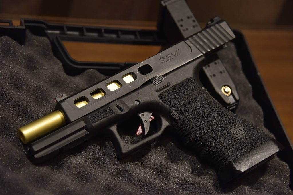 """GLOCK 17 ความเป็นมาของปืนพกสุดแกร่ง """"GLOCK 17"""""""